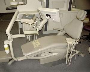 монитор закрепленный на стоматологическом кресле