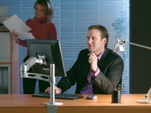 крепление lcd  мониторов в офисе